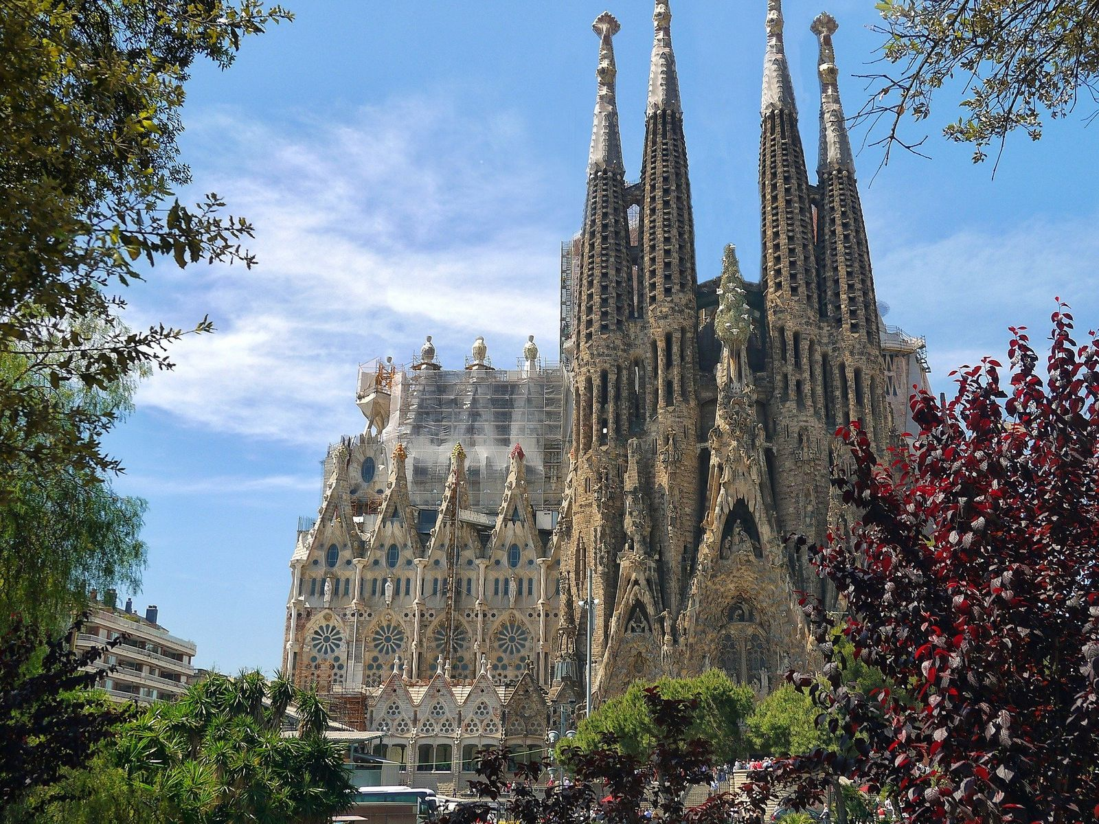 Virtual Tour of Gaudi's Barcelona, Sagrada Família full building portrait