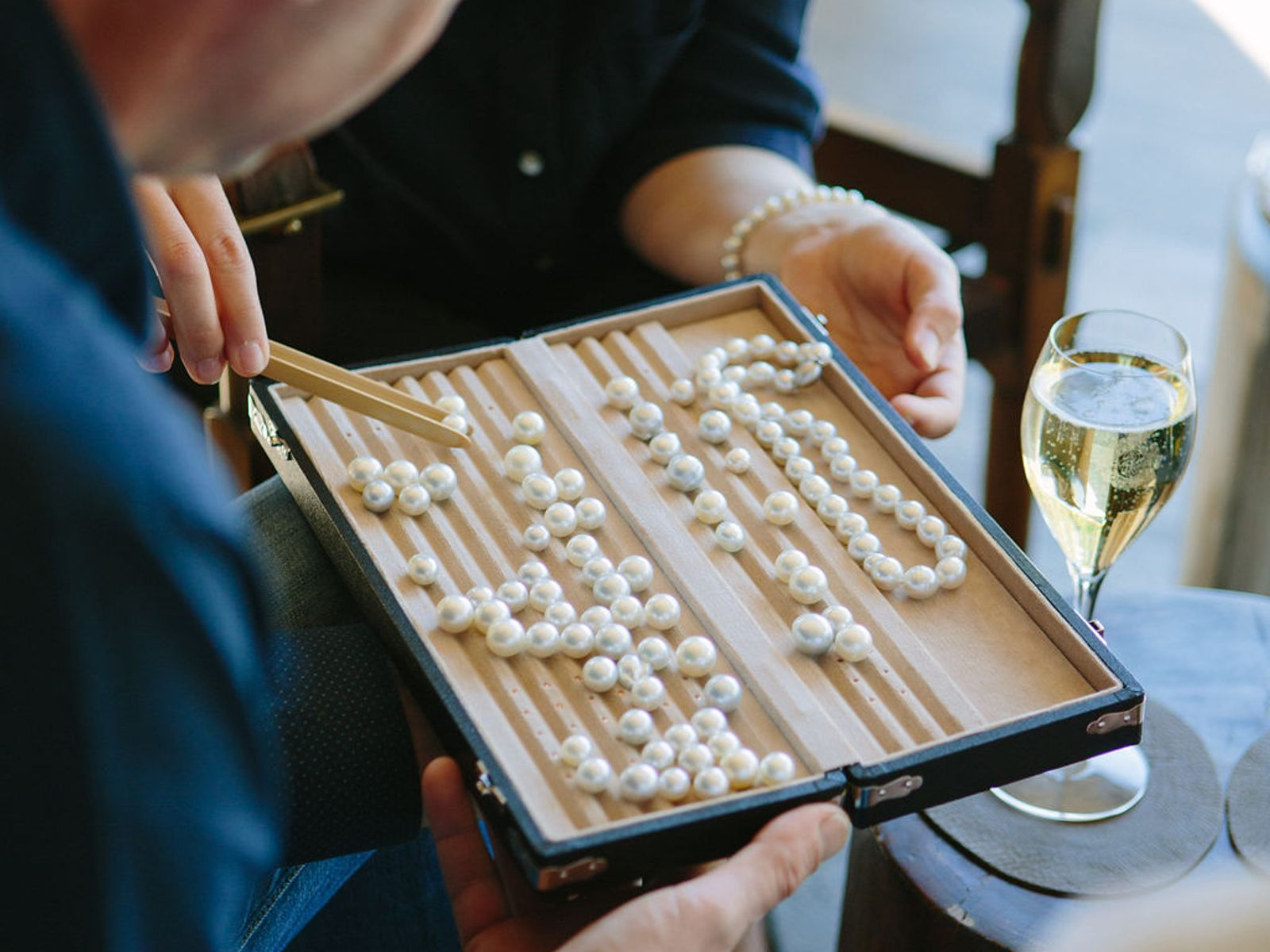 Pearl farming results in unbleached pearls in tray